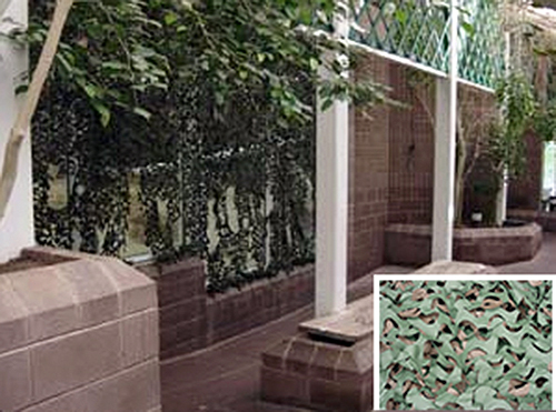 ガラス面を覆うカモフラージュネットとカモフラージュネットの例